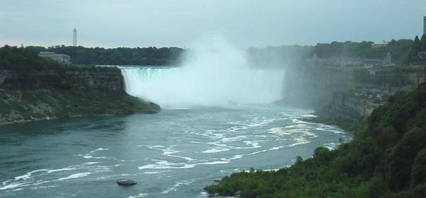Niagarafälle mit Blick aus Kanada